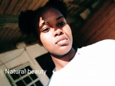 Saint-Martin  3 collège Quartier d'Orléans . Ma photo représente la BEAUTÉ ,il y a de la simplicité.La beauté commence au moment où vous décidez d'être vous-même.la beauté ne concerne pas l'apparence ,le maquillage ou les vêtements,mais la vraie beauté vient du fait d'être soi-même . Et sans beauté l'expression est ennuyeuse.