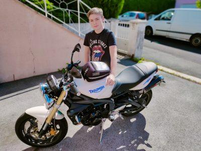 Héricourt : collège Pierre et Marie Curie Rouler en moto anglaise en écoutant les Rolling Stones, awesome isn't it ?