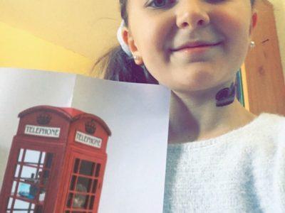 """Collège Saint-Laurent à La Bresse (88)  """"Aujourd'hui, je porte la cabine téléphonique typique de Londres. Demain, c'est elle qui me portera"""""""