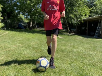 Je m'appelle BLANCKAERT Dylan et je suis élève au collège Jacques Prévert à Caudry (59540) où j'adore étudier l'anglais ainsi je présente l'Angleterre au travers d'une photo dans laquelle je me suis mis en scène dans un sport anglais qui est le Football et qui est un sport que j'adore !!!