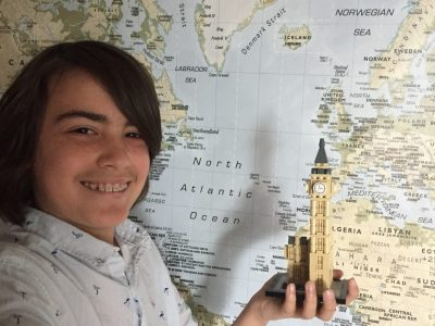 Je m'appelle Manolo je suis élève en 5ème soleil au collège Notre Dame à St Saulve dans le département du Nord ,Je suis passionné d'histoire et de géographie et j'aimerais visiter le British museum et Big Ben .