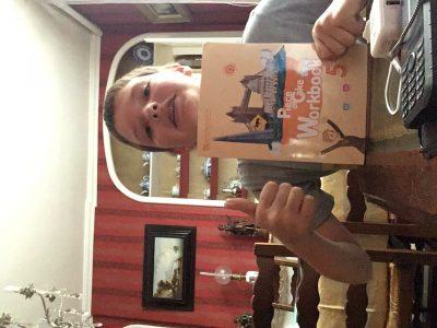 Arthur Malo au collège saint George a Beaumont le roger voici la photo de moi avec un livre d'anglais