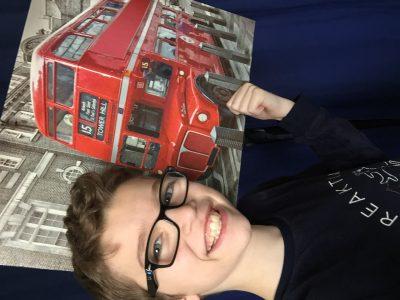 Angers Saint-Augustin  Voici un Bus anglais !!! vous pouvez donc visiter Londres.