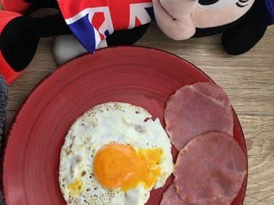Collège Constant BOURGEOIS à GUISCARD  Mrs Minnie avec son petit déjeuner...