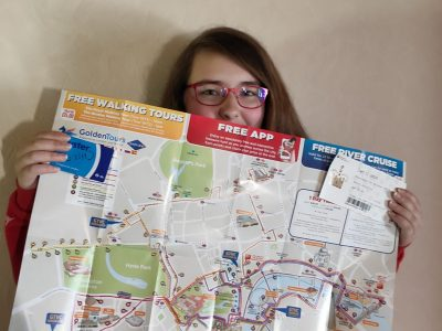Collège Saint Laurent à La Bresse. Je suis allée à Londres en Novembre 2019, j'ai adoré. Je pensais y retourner cet été visiter le parc Harry Potter, mais à cause du Coronavirus, c'est reporté.