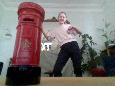 Poissy ,Notre Dame de Poissy   Je poste mon courrier dans la Post Box