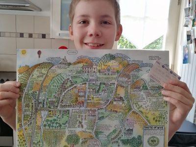 J'habite à Roncq je vais au collège St Thomas et je m'appelle Baptiste ! J'ai avec moi une carte d'un petit village en Angleterre, Wye.