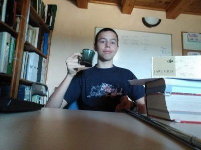 Uzès Gard 30 collège saint Firmin  me voici avec mon petit thé face a mon écran,  en train de travailler sur les devoirs du jour .