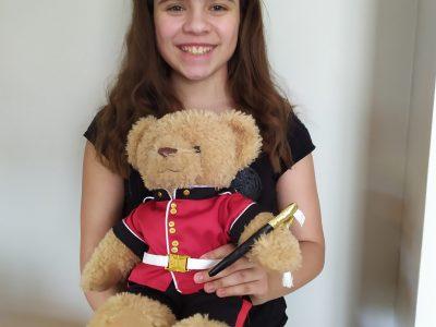 Bonjour  Je m'appelle Salomée Marques. J'ai 11 ans. Je suis élève à l'ISC de la Ville du Bois.  Lors de mon voyage en Angleterre avec mes parents, j'ai adoré découvrir la ville et les monuments.  J'ai beaucoup aimé participer à ce Big Challenge.  A bientôt,  Salomée