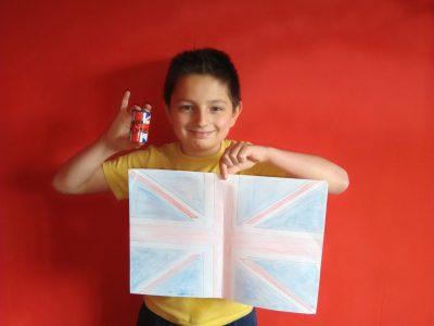 """FUMAY,Collège les Aurains,"""" Voici mon drapeau fais maison représentant le drapeau de l'Angleterre"""""""