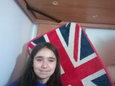 Je suis Emma du collège saint Joseph à Fontenay le Compte en Vendée. J'ai passer le concours depuis ma chambre décorer aux couleurs de Londres