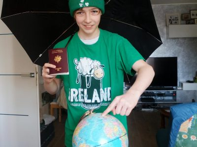 I'm Nicolas and I live in Viry-Chatillon. I'm student in Saint Louis Saint Clément's school and I like so much the Ireland country.
