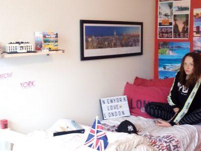 Reyrieux ;College jean compagnon  Ma ville préférée est New York, voici mon lit avec des drap New York et Londres . Sur la photo il y a des choses de New York ou bien de London ou de l'Australie....