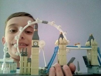 Ville: Monteux  Collège: Notre Dame du Bon Accueil Pour cette photo j'ai utilisé la ville de Londre Lego car je trouve joli le Big Ben .