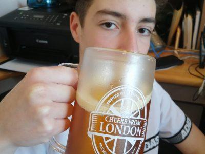 Collège Nazareth à Voisenon. Fake beer mug, Souvenir from London !