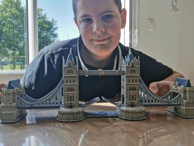 La SAUSSAYE collège André Maurois  My favourite :monument is a Tower Bridge.
