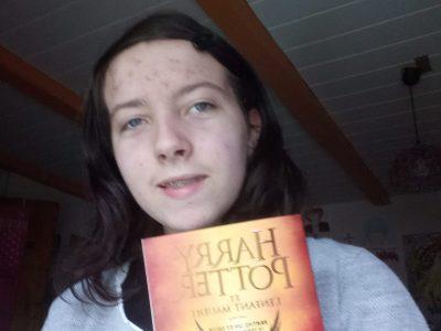 Faucogney et la mer, Collège Duplessis Deville.  J'aime Harry Potter et j'en ai plusieurs livres et DVD, j'ai donc pensé que vu que c'est, je pense, assez connu et anglais, j'ai voulu envoyer un de mes livres.  VIVE HARRY POTTER !