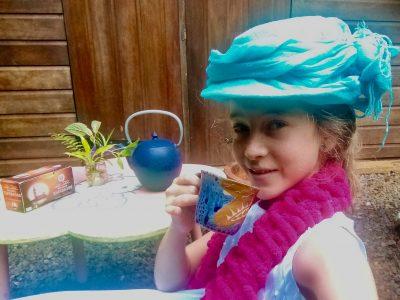 """ROURA     Collège Saint Paul de Cacao  """"It's tea time Queen Elisabeth!!!"""""""
