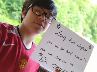Oberbruck... Collège Conrad Alexandre Gerard... j'a pris cette photo en référence au foot Anglais comme vous pouvez le voir sur mon maillot et j'ai écrit un mot pour l'Angleterre... Bon Big Challenge