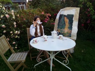 """Collège """"Le Point Du Jour"""" à Auneuil.   It's tea time with my friend the fairy Eve in midsummer. Just a cup of tea with milk and sugar. ❤️"""