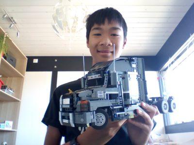Collège La Salle à Pringy. Cette photo représente un camion Mack Anthem en Lego Technic.