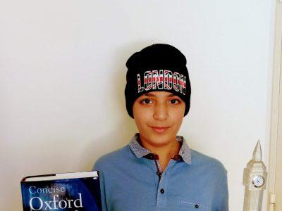 Thiais, Collège Paul Valéry.  Bonjour,  Voici ma photo avec des accessoires achetés en Grande-Bretagne.  Bien cordialement                                                                                            Shady MAHI 6D