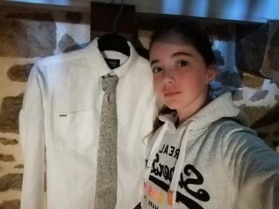 LOCMINÉ , JEAN , le collège JP Calloc'h   j'ai prit cette habille car sa représente l'uniforme des anglais... Voilà, je vous est dit pourquoi j'ai choisie cette tenue ( cette objet ). Passer une bonne soirée!!
