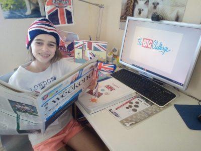 Ville:SAINT SYLVAIN D'ANJOU Collège:SAINT AUBIN LA SALLE Sur cette photo, j'ai mis en avant l'Angleterre, à travers le drapeau, une trousse London, , de la monnaie, un journal écrit en Anglais, un notebook illustré avec des monuments de Londres, le livre Teen Time du collège, un bonnet avec le drapeau et un crayon. Vive l'Angleterre !!!!!!