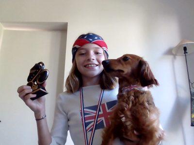 Toulouse, Collège saint-Louis Bonjour je m'appelle Jeanne Peronnau je vous envoie une photo de moi et ma chienne après avoir fait le Big Challenge. Nous sommes des British guerrières !!!!!