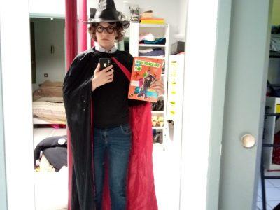 Pibrac.  la salle Pibrac  J'ai imité Harry Potter et j'ai placé mes livres anglais autour de moi.
