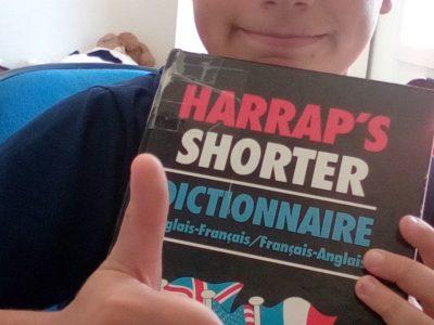 voici un dictionnaire anciens offert par mon arrière grand mère il contient de l'ancien anglais