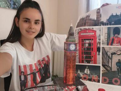 Riom, Collège Jean Vilar Voici les objets de ma chambre concernant l'Anglais avec Big Ben en puzzle 3D que j'ai construit. La plupart de ces souvenirs ont été achetés à Londres.  Have a good day !  BIG KISS !