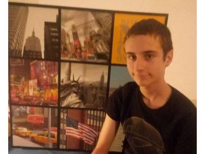 Angoulême, 10:59:14, Je viens de finir mon Big Challenge ! Photo de moi et de mon cadre de photo d'artistes de New-York !