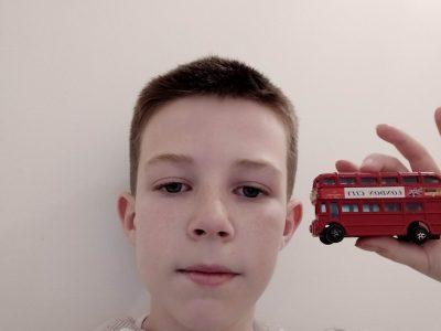 Saint-Loubès , Collège Max Linder . Je suis allé en Angleterre quand j'avais 4 ans et j'ai rapporté un petit souvenir de là bas pour ne pas oublier . Un bus londonien miniature !! J'espère pouvoir y retourner un jour car ça m'a beaucoup plu !