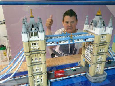 VILLE: Le Quesnoy  COLLEGE: Collège Eugène Thomas                                                                      pont tower bridge en lego réaliser par mes soins