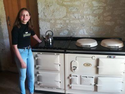 hello! I enjoy BIG CHALLENGE  bonjour je m'appelle Clarisse et j'ai 12 ans je suis scolariser a NOTRE DAME LE CLOS FLEURI 32600 L'isle Jourdain  la photo si dessous représente ma gazinière une vrai! on cuisine même avec et elle est de collection A bientôt!
