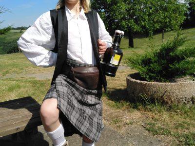 Môutiers Tarentaise collège jean rostand     C'est moi Valentin Vlug en tenue écossaise mais prise en France