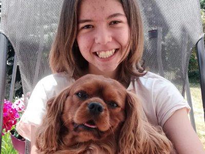 Ville: La Pommeraye Collège: Saint Joseph Me voici avec mon chien Lucky qui est un Cavalier King Charles (une race de chien d ' origine Anglaise).