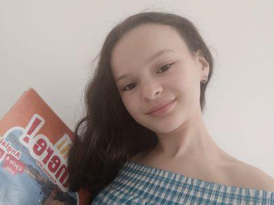 Ville Nantes Collège Françoise D'Amboise  J'ai pris une photo avec mon livre d'anglais car pour moi , c'est l'objet qui représente le plus l'anglais ;-)