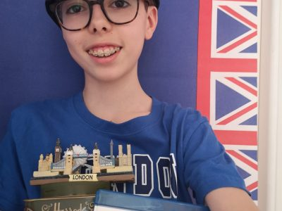 My name is Edouard Demerciere, from Collège Rocroy-Saint-Vincent de Paul in Paris. This is my selfie with all my English souvenirs!