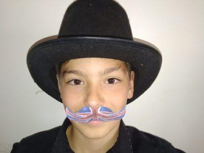 Collège ste jeanne d'arc à St maximin la ste baume. L'Angleterre vit jusque dans mes moustaches !!!