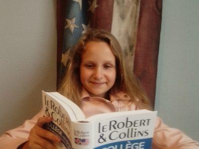 Lourches Collège Voltaire  Mon dictionnaire m'aide à parler avec ma famille aux Etats Unis . Je m'en sert beaucoup. J'espère vraiment avoir beaucoup de points et puis peut être un petit cadeau ☺️. Comme on dit que le meilleur gagne . Bonne journée Alaïs.