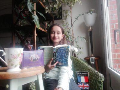 J'habite à Paris dans le 17ème arrondissement, mon collège est le collège Pierre de Ronsard. J'ai choisis le thé avec le portrait du prince William et de sa femme Catherine qui font parti de la famille Royale, le livre de Harry Potter car l'auteur est anglais et enfin le dictionnaire Français/Anglais car il me permet de comprendre la langue.