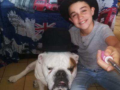 Ville Lentilly Collège Jacques cœur  Quoi de plus anglais qu'un bulldog avec un chapeau melon?