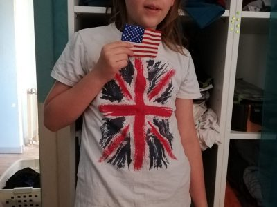 Metz, collège Paul Verlaine  Mon t-shirt avec le drapeau du Royaume-Uni et un petit drapeau des Etats-Unis !