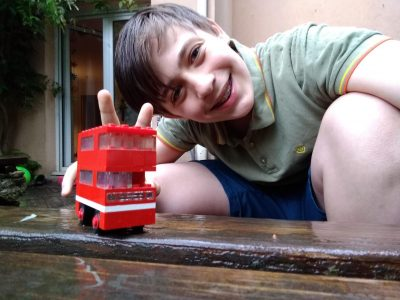 LYON, CSI: Visit London with the little, red Lego bus !!