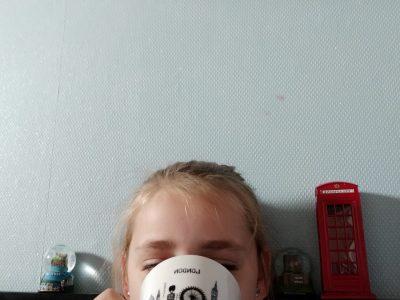 Clarisse BENOIT Ailly-sur-Noye    Collège William Henri Classen  Ahhh Londres, c'est beau quand même, c'est bien de boire du thé