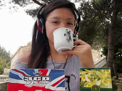 Collège Marcelin Albert à Saint-Nazaire-d'Aude Drink english tea while listening to english music.