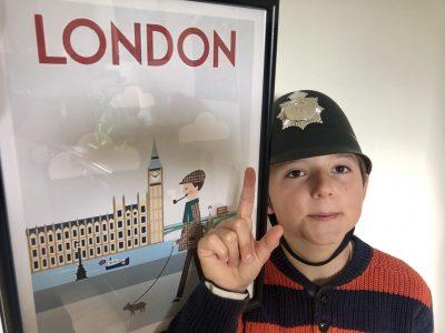 Honfleur, Collège Alphonse Allais  Futur policier du Buckingham palace !!
