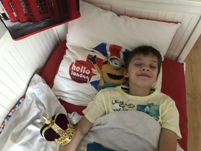 """Live from my bed !  """"Hello London"""" with the royal crown ! VENDENHEIM (67), Collège La Providence - 6ème3"""